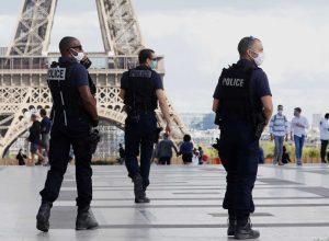 فرنسا تدخل إغلاقا شاملاً واحتجاجات ضد «قيود كورونا» في باريس