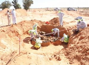 العثور على 102 جثة في مقابر بترهونة وطرابلس