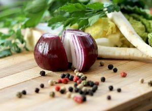 تعرف على فوائد «البصل» الأحمر للجسم