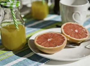 مواد غذائية لا يُنصح بتناولها على «الريق»
