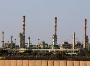 بلومبيرغ: إنتاج ليبيا من النفط الخام ارتفع إلى 700 ألف برميل يوميا