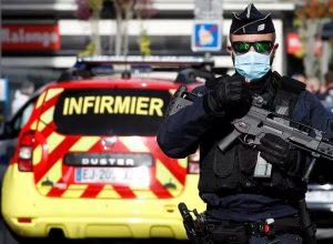فرنسا.. 3 قتلى بهجوم بالسكين قرب كنيسة بمدينة نيس وقطع «رأس» امرأة