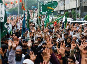 باكستان تستدعي سفير فرنسا للاحتجاج على الإساءة للرسول الكريم ﷺ