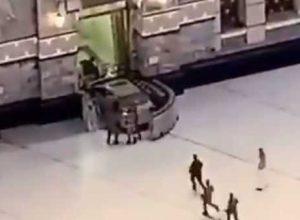 فيديو.. اقتحام الحرم المكي «بسيارة» ومواقع التواصل تضج بفيديو للواقعة