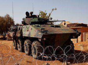 مالي.. تنظيم «القاعدة» يُهاجم 3 قواعد عسكرية فرنسية