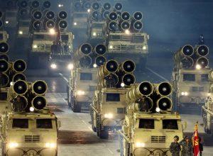 كوريا الشمالية تنشر صوراً لصاروخ باليستي عابرا للقارات وأسلحة أخرى