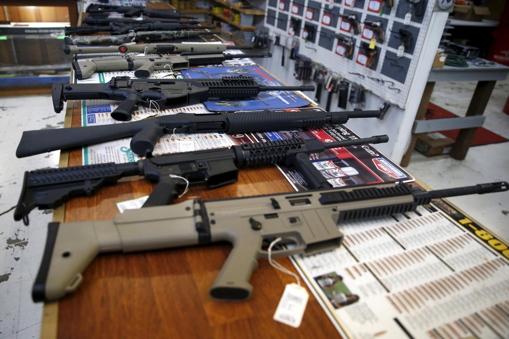 طوابير لشراء «الأسلحة» قبيل الانتخابات الرئاسية الأمريكية