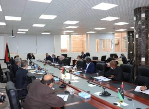 وزير التعليم يجتمع مع مراقبي التعليم بالبلديات
