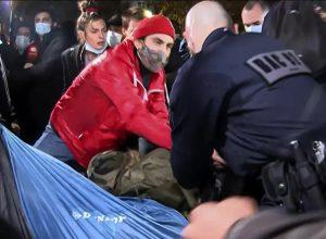 الشرطة الفرنسية تُفكك مخيماً للمهاجرين وسط باريس
