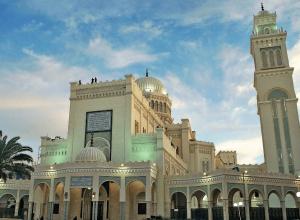 هيئة الأوقاف تنفي تعليق الصلاة في المساجد بسبب زيادة إصابات كورونا