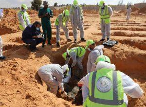 تسليم رفات جثتين لذويهما بعد التعرف عليها في مقابر ترهونة