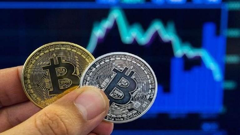 العملة المُشفرة «بتكوين» تقفز فوق مستوى 17 ألف دولار