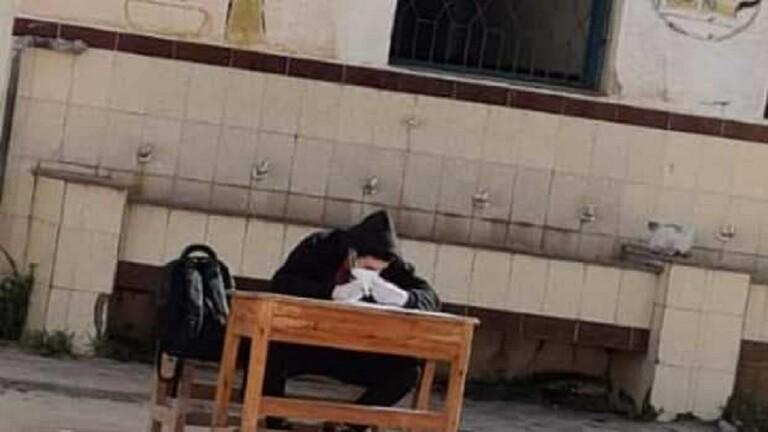 مصر.. طالب مُصاب بكورونا أجبروه على أداء الامتحان بجوار الحمام