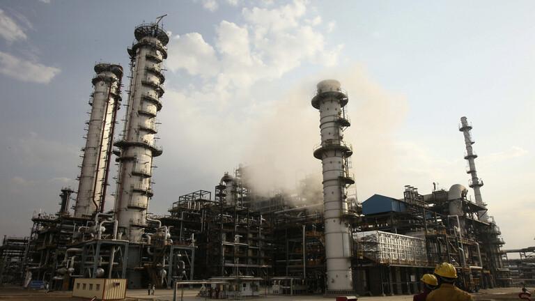 وزير النفط الهندي: نتطلع لاستئناف شراء النفط من إيران وفنزويلا بعهد بايدن
