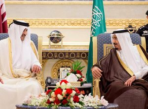 العاهل السعودي يحرص على وحدة الخليج ويأمل في تسوية الأزمة مع قطر