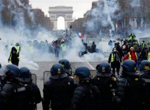 فرنسا.. اشتباكات بين الشرطة ومتظاهرين احتجاجاً على قانون الأمن