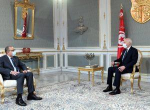 رئيس تونس يُحذّر من محاولات لضرب الدولة