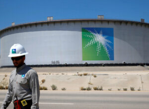 بلومبيرغ: السعودية تُخفض إمدادات النفط إلى أوروبا وآسيا