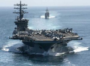 فوكس نيوز.. صواريخ إيرانية تسقط قرب حاملة الطائرات الأميركية في «بحر العرب»