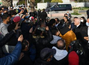 رئيس تونس يُحذّر من المتاجرة بفقر الشباب لبث الفوضى