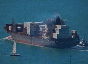 وصول سفينة تركية للغابون بعد اختطاف قراصنة 15 فردا من طاقمها
