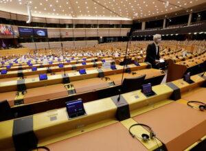 نواب أوروبيون يطالبون بالكشف عن عقود اقتناء «اللقاحات المضادة» لكورونا