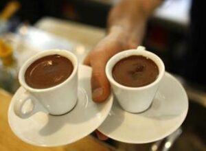 دراسة.. الكافيين الموجود في «القهوة» يحفز نمو الشعر ويمنع تساقطه