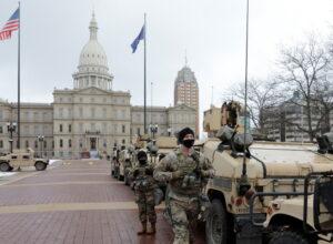 تجمع عشرات المسلحين أمام برلمان ميشيغان الأمريكية
