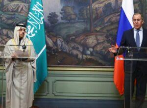 وزير خارجية السعودية يُؤكد دعم بلاده للسلام في اليمن وليبيا