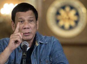 رئيس الفلبين يعتبر المرأة غير مؤهلة للرئاسة