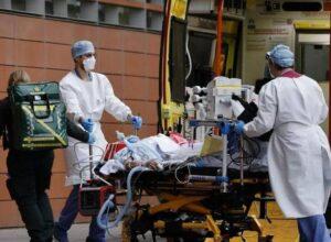 بريطانيا.. المستشفيات تحولت «لساحات حرب» بسبب كورونا