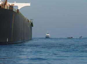 إيران تُعلن عن امتلاك 300 سفينة عابرة للمحيطات
