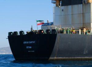 إندونيسيا تحتجز سفينة إيرانية للاشتباه في نقلها نفطا بشكل غير قانوني