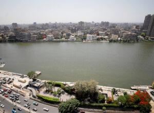 مصر.. القبض على مواطن وزوجته عرضا طفلتهما للبيع عبر «فيسبوك»