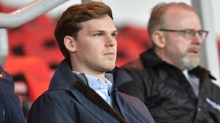 ملياردير شاب يصبح أصغر مالك فريق في الدوري الإنجليزي