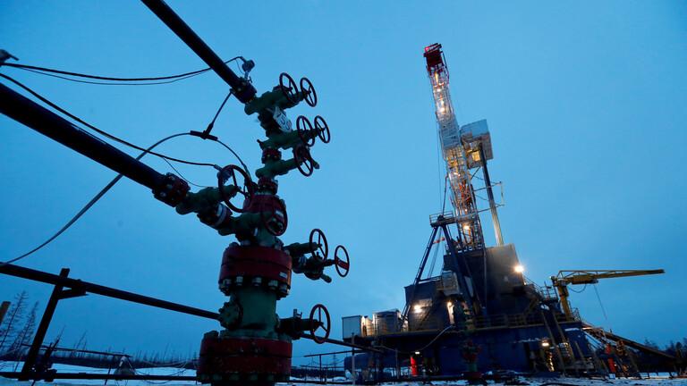 أسعار النفط تتجاوز حاجز الـ64 دولارا للبرميل