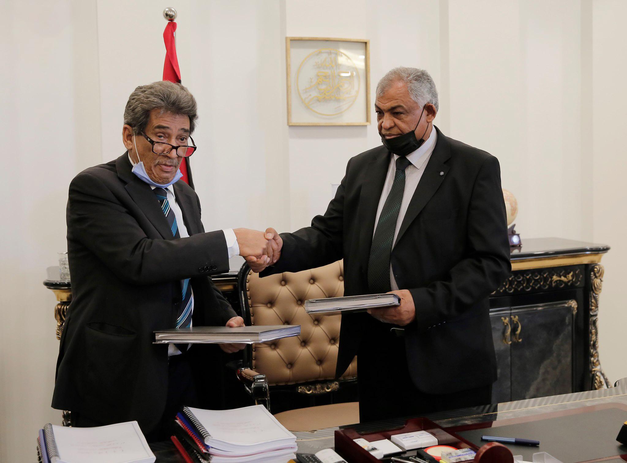 انتهاء مراسم التسليم والاستلام النهائية بين حكومة «الثني» وحكومة الوحدة الوطنية