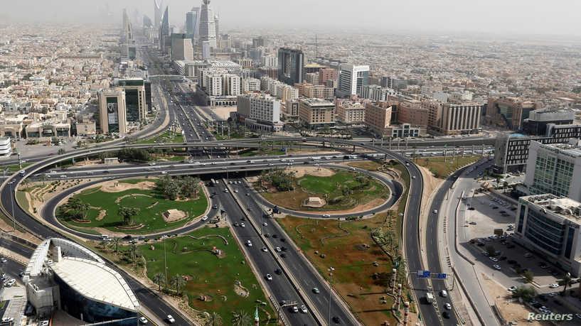 السعودية تستقطب الشركات العالمية إلى أراضيها بسياسة «العصا والجزرة»