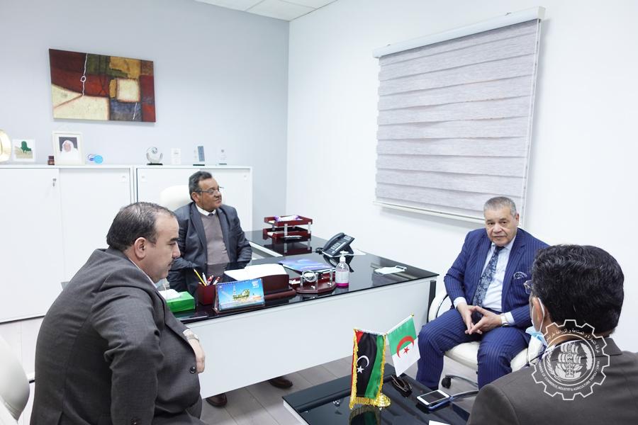 سفير الجزائر لدى ليبيا يقترح إقامة ملتقى لرجال الأعمال بالبلدين