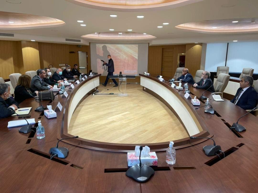 مؤسسة النفط تبحث تعزيز التعاون مع «سوناطراك» الجزائرية