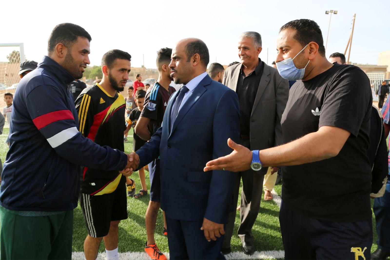 وزير الرياضة يفتتح ملعب نادي الجبل ببلدية الأصابعة