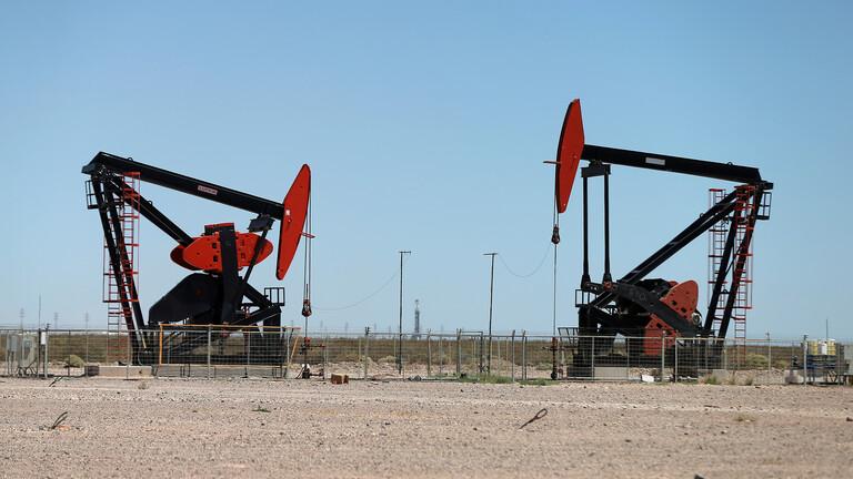 ارتفاع أسعار النفط بفعل هبوط حاد في المخزونات الأمريكية