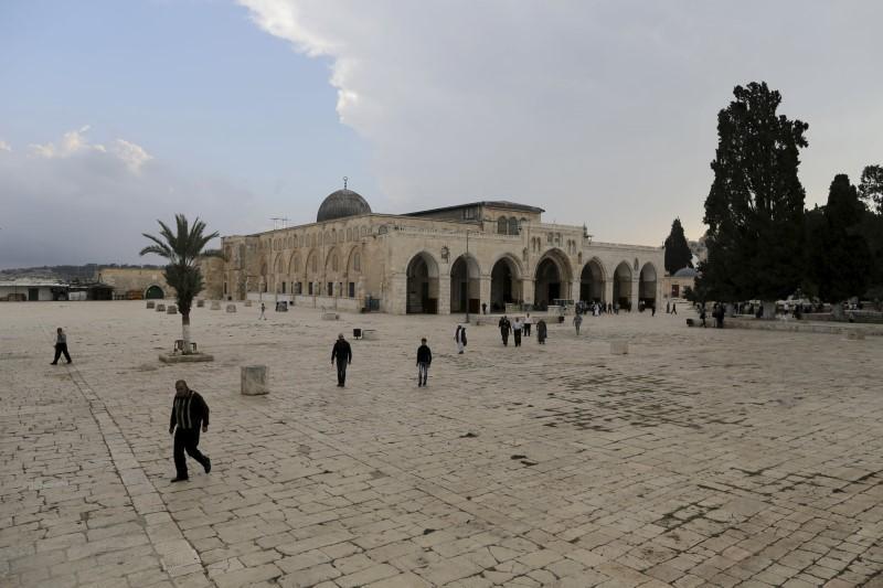 رابطة علماء فلسطين تُجيز دفع الزكاة لدعم الأقصى
