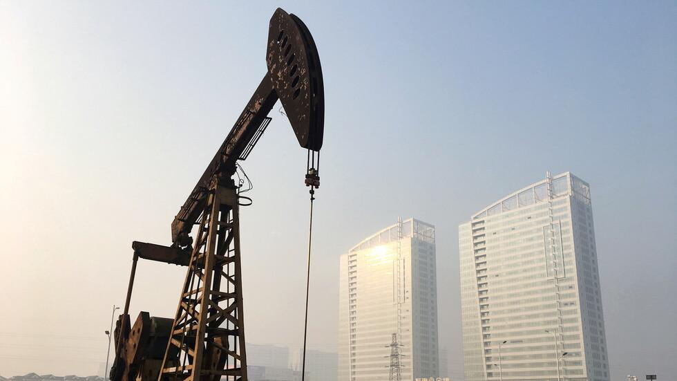 أسعار النفط ترتفع بعد انحسار مخاوف بشأن الإمدادات