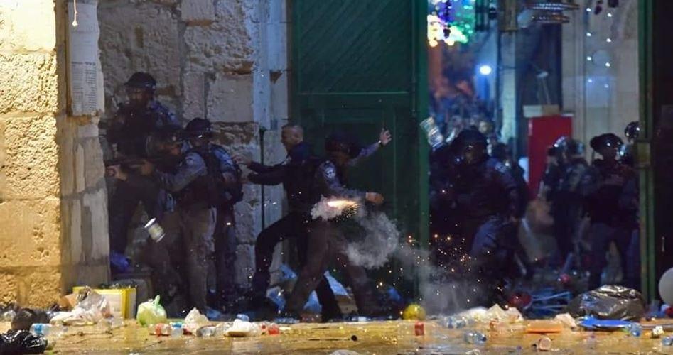 قوات الاحتلال تقتحم الأقصى المُبارك وتعتدي على المصلين