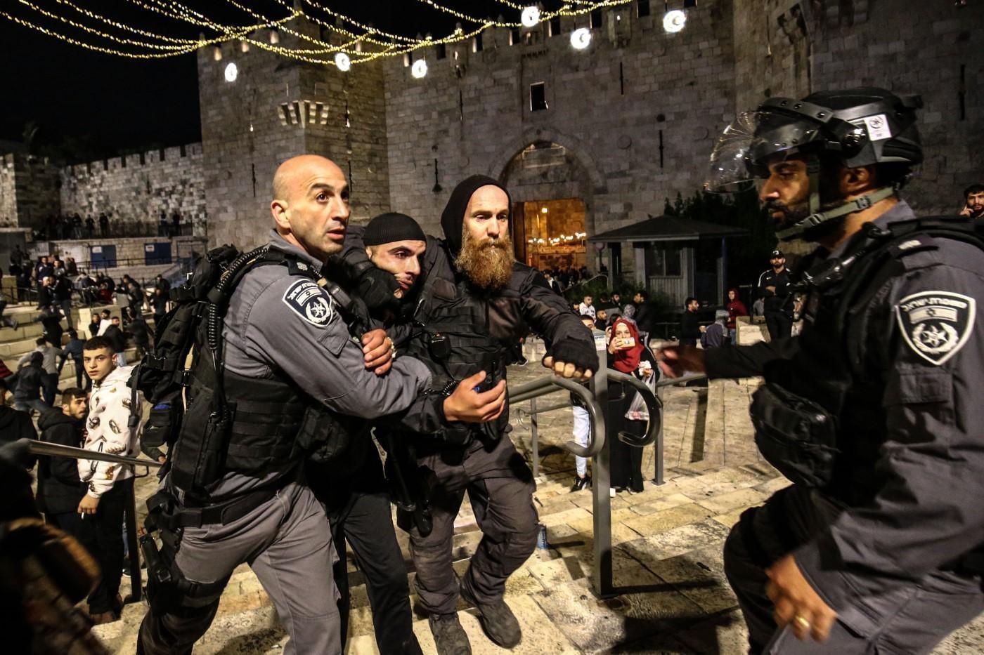 مواجهات في القدس واعتقال 3 مواطنين من باب العامود