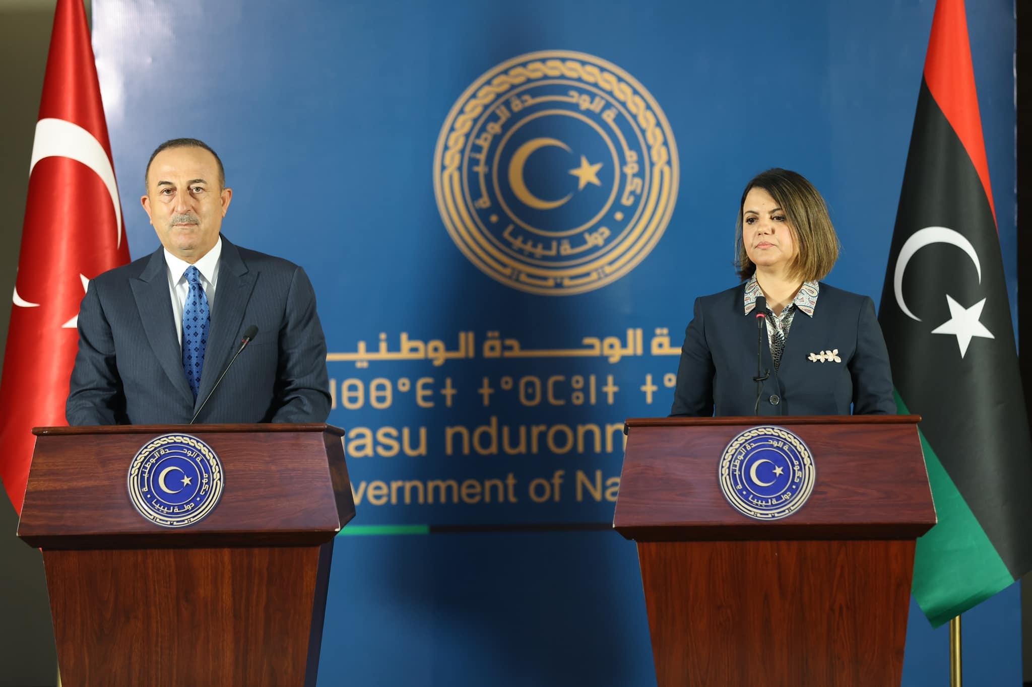 وزير الخارجية التركي يُجدد من طرابلس دعم بلاده للحكومة الليبية