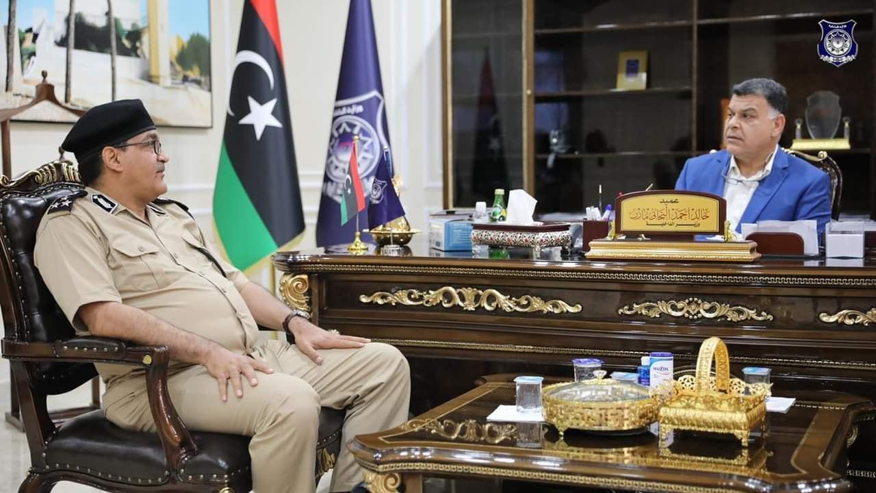 وزير الداخلية يستعرض الأوضاع الأمنية ببلدية الجفرة
