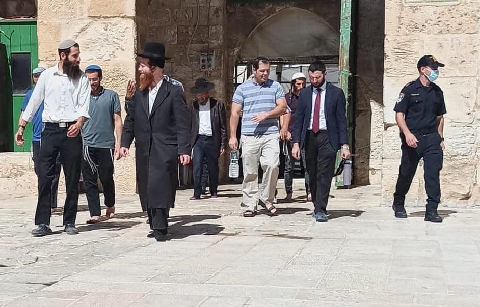 مستوطنون يقتحمون المسجد الأقصى المُبارك