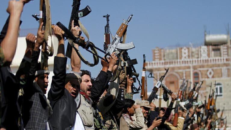 الحوثيون يقصفون قاعدة جوية جنوب السعودية